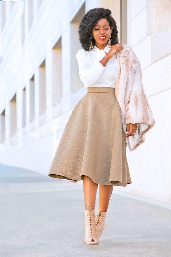 outfit casual con botines y falda