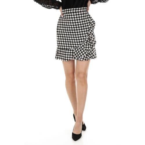 outfit con falda cuadros portada