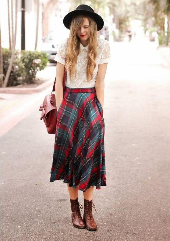 outfit con falda de cuadros larga