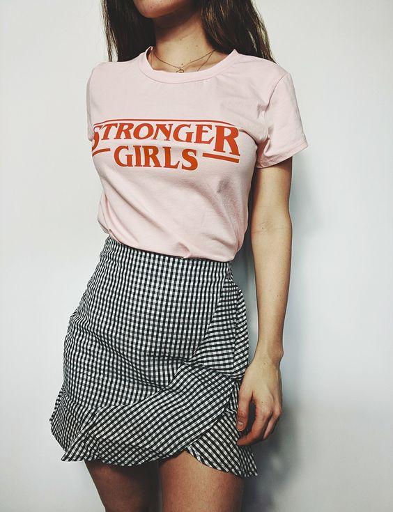 outfit con falda de cuadros mini