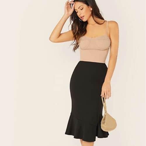 Outfit elegante para mujer con falda negra midi con volantes