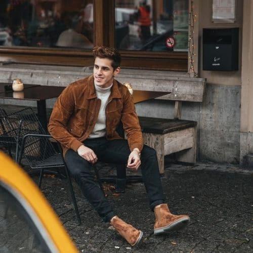 outfit hombre casual con chaqueta de gamuza y botines